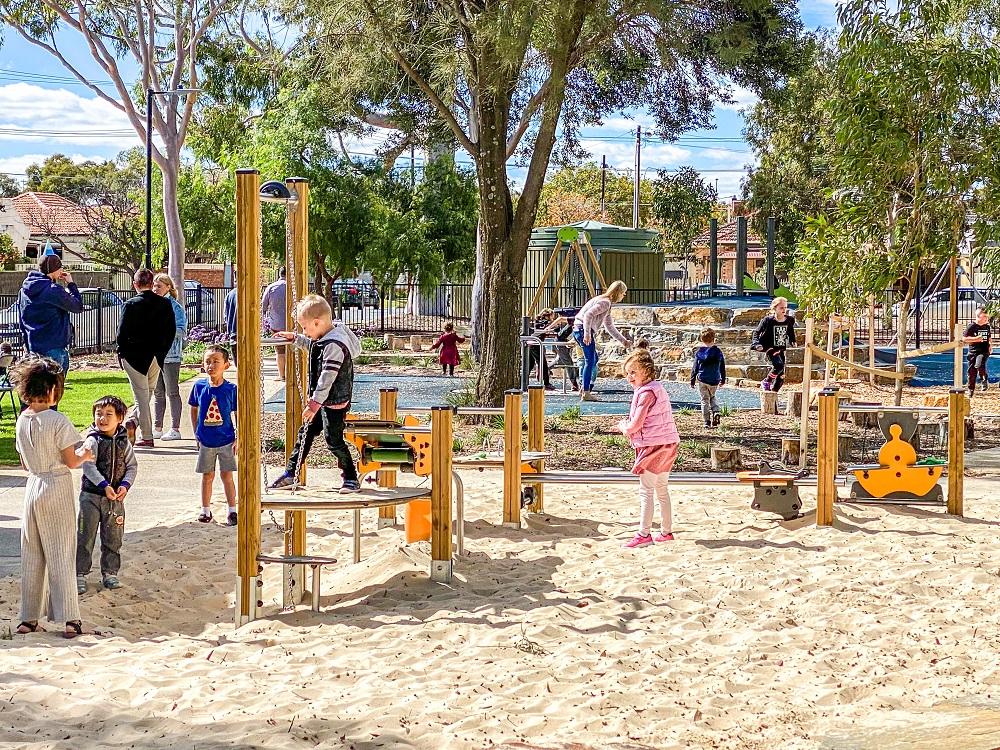 SA - Broadview Oval Playspace