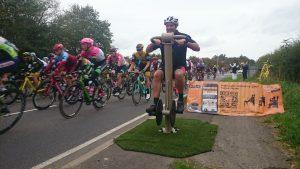 Proludic urbanix sport spinning bike next to outdoor bicycle race image 2
