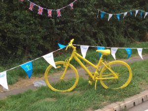 Team Proludic Sports Proludic Flag Banners and Yellow Standing Bike